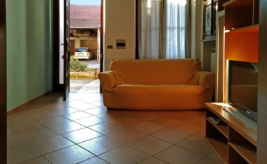 Porzione di Casa in Vendita in Via Cavour a Fara Novarese
